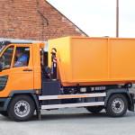 Multicar M27 hákový nosič kontejnerů